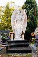 Anioł z krzyżem-angel-nagrobny-kamień-biały-wisnios-7