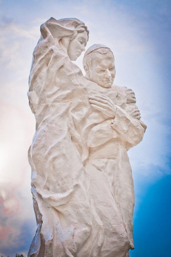 fot. totus tuus - pomnik JPII 2,5m-11