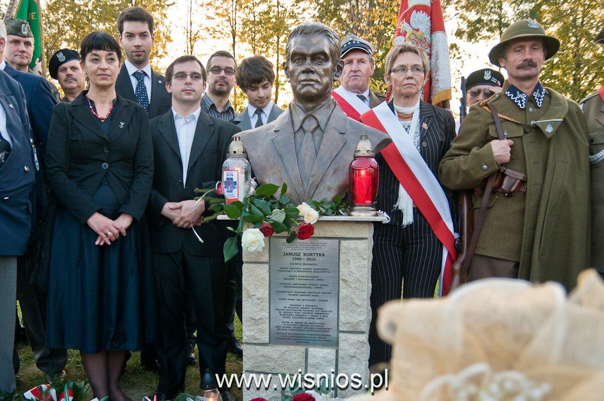 pomnik Janusza Kurtyki, autor Michał Wiśnios