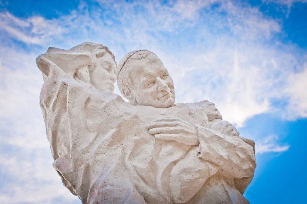 fot.-totus-tuus-pomnik-JPII-25m-1